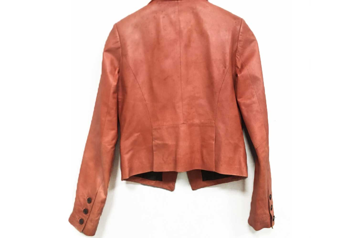 https://leather-pro.com/wp-content/uploads/2018/05/news_clothing_before_1500.jpg