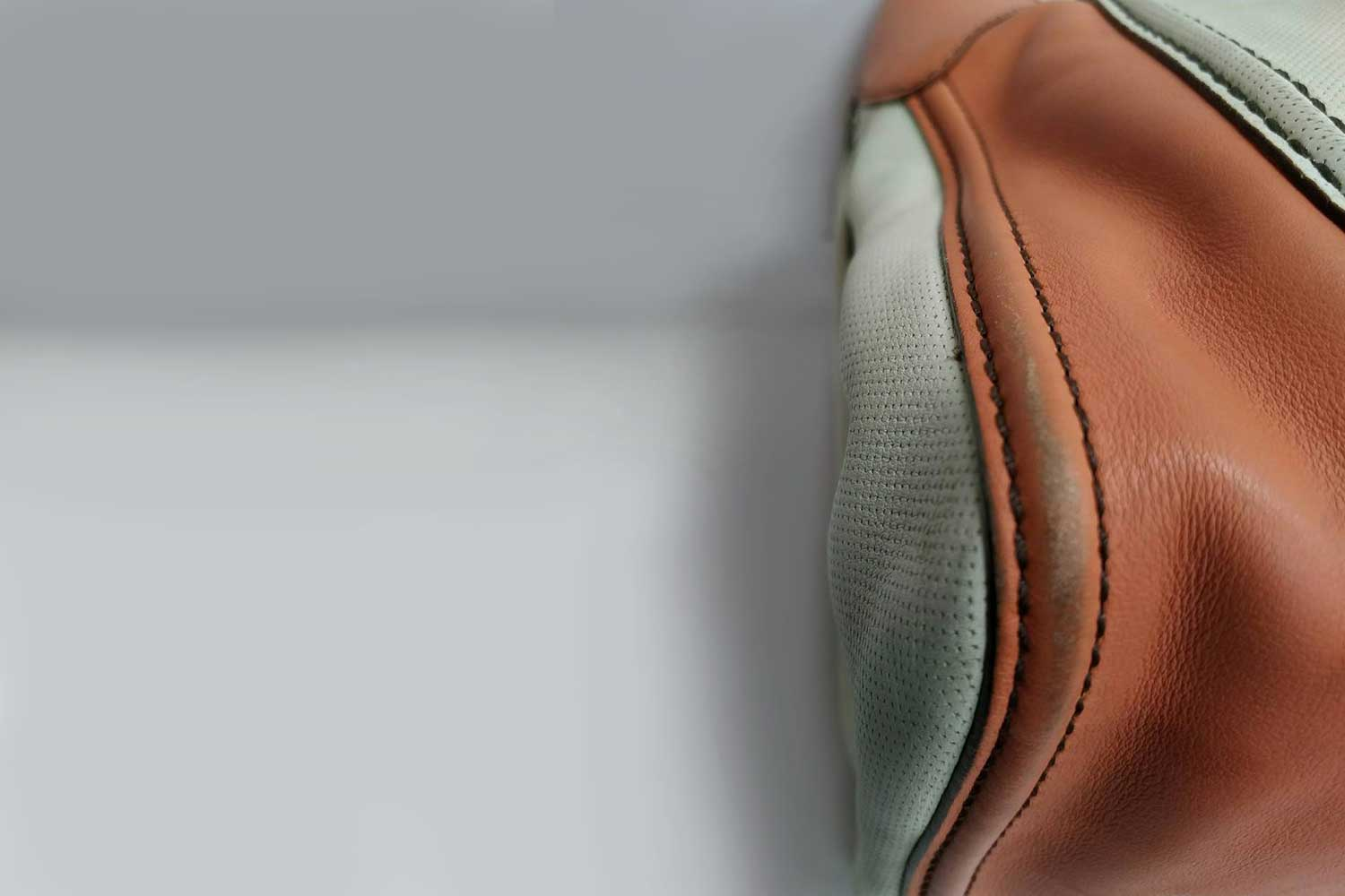 https://leather-pro.com/wp-content/uploads/2018/05/news_tods_bag_before_1500.jpg
